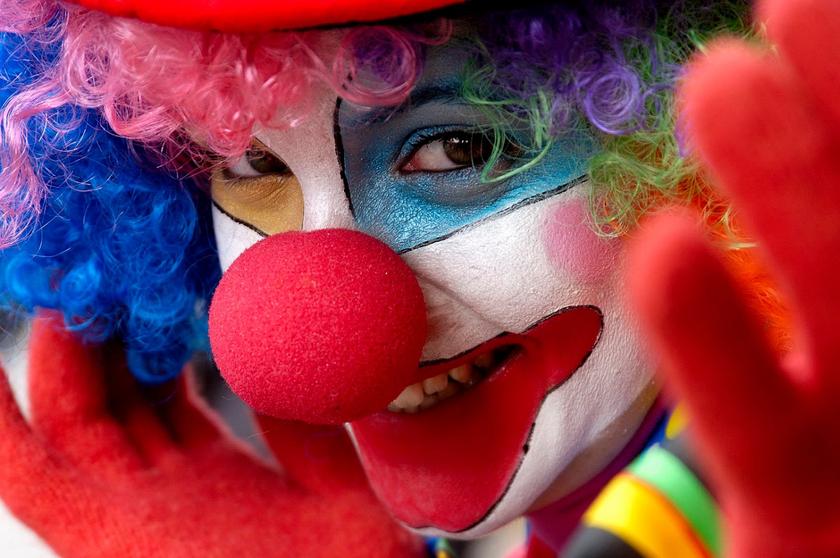 Клоуна-то мы сразу не приметили...