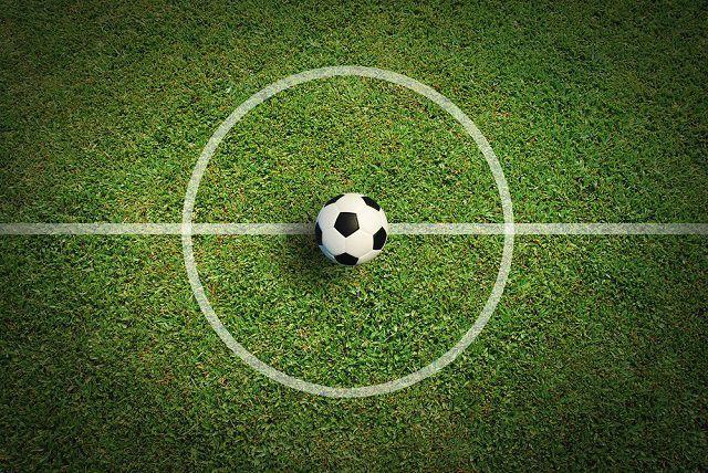 Мяч на центр