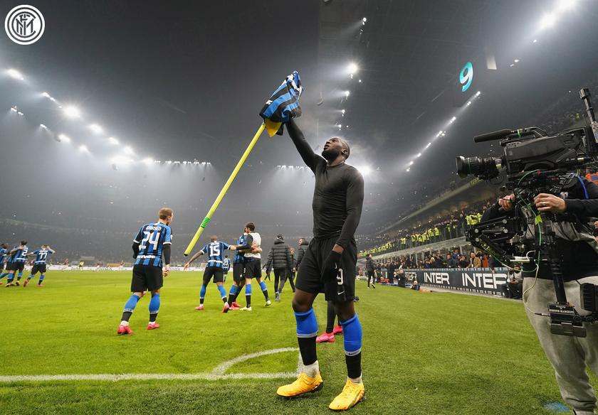 «Интер» возглавил серию А после победы в миланском дерби