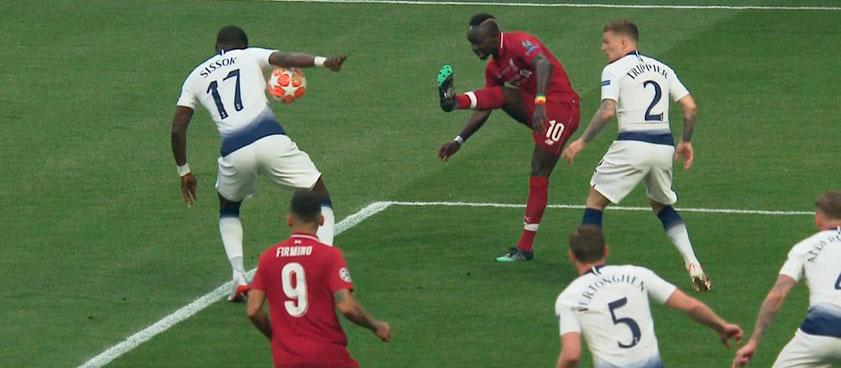 Новые правила в футболе: что и как изменится для любителей игры на ставках?